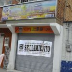 Sellan agencia de viajes que ofrecía polémico «Plan escápate» a uribistas