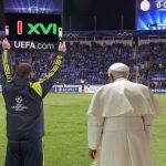 Papa Benedicto reemplaza a Francisco por lesión en misa de hoy
