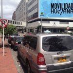 Señal de prohibido parquear ahora indica «permitido parquear» en Bogotá