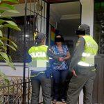 Policías entran siempre a una casa a la hora del almuerzo