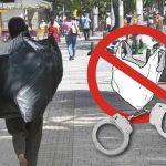 Detienen a indigente por vender bolsas plásticas