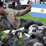 Indigentes ahora fingen acento argentino para pasar por hippies