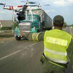 Histórico: primer policía en pedirle «para la gaseosa» a un dron