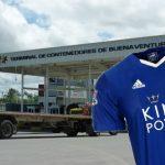Roban container con camisetas piratas del Leicester en Buenaventura