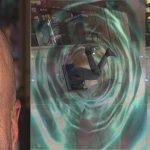 Periodista de inmersión entra por pequeña puerta de los Rausch y desaparece, se cree que está en dimensión paralela