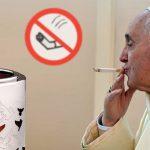 El Papa prohíbe esparcir las cenizas de los fumadores