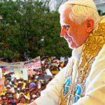 Uribe invita a Benedicto a visita paralela a la de Francisco