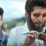«Comercial 'Uga uga' estereotipa a cavernícolas», activistas de Twitter
