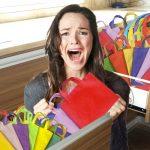 Acumulación de bolsas de tela obliga a familia a buscar otro lugar para vivir