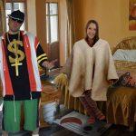 Reggaetonero, en shock al encontrar a su esposa con ropa en la casa