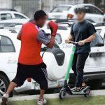 Conductores de Uber arremeten contra patinetas de Rappi