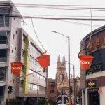 Only innova con red de lazos y baldes para entregas por toda la ciudad