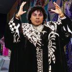 Hassan Nassar gana subasta de trajes de Walter Mercado